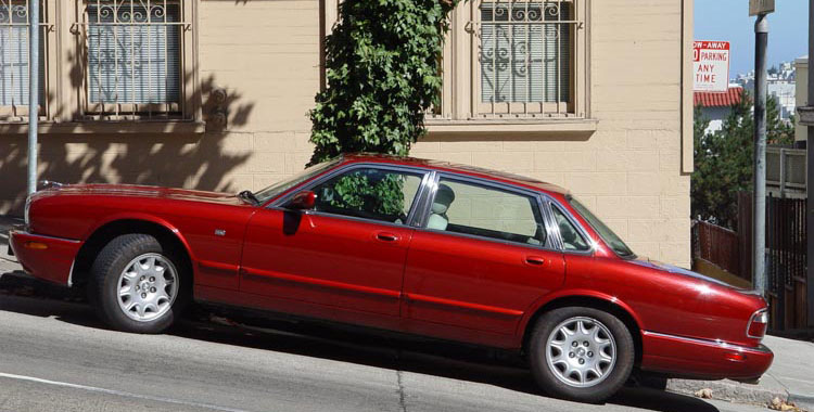 Jaguar XJ8 (X308) In San Francisco