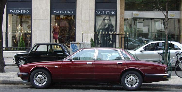 Jaguar XJ40 Sovereign also in Paris.